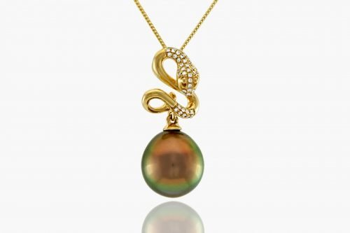 "A top-quality lustrous ""Fiji"" peacock coloured pearl set on a dazzling 14k yellow gold snake pendent with 41 diamonds (.78ct).  Pearl is semi-baroque shape and 10.7mm"