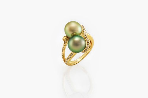 From the Duet by J. Hunter collection a gorgeous cocktail ring, made in 14 karat gold, with 37 diamonds that embrace two stunning 9mm round Fiji Pearls.  Pearls have exceptional lustre and iridescence. Exhibiting overtones of gold, pink and green.
